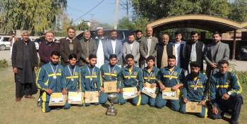 Advisor to CM Hon. Ziaullah Bangash distributing cash prizes among winners of Sports Gala Trournament of BISE Malakand.